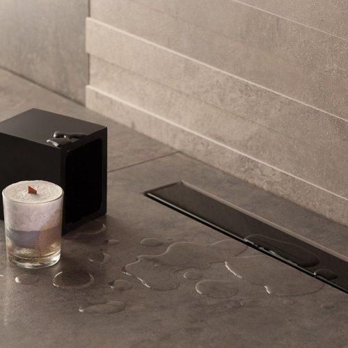 Confluo Frameless Line zuhanyfolyóka, 850mm szélesség, Öntisztító S szifon, elburkolható vagy fekete színű üveg, 48liter/perc átfolyás, szivárgásmentes